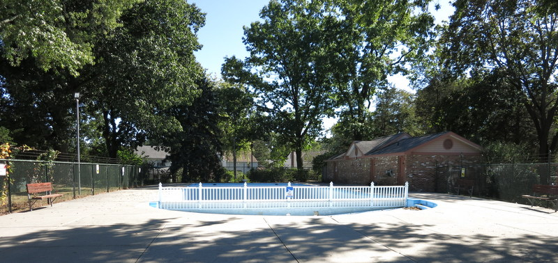 Swimming pool in Radburn, NJ