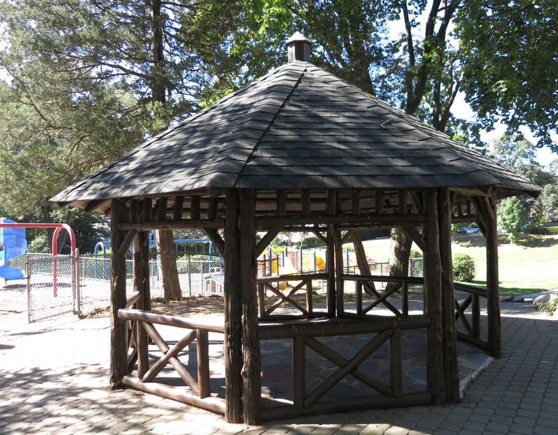 Gazebo and pool in Radburn, NJ