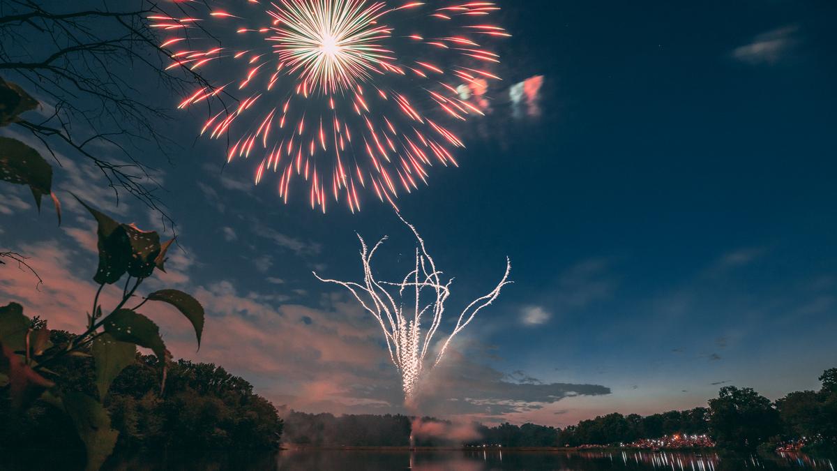 Greenbelt Fireworks 2021 by Vlad Tchompalov